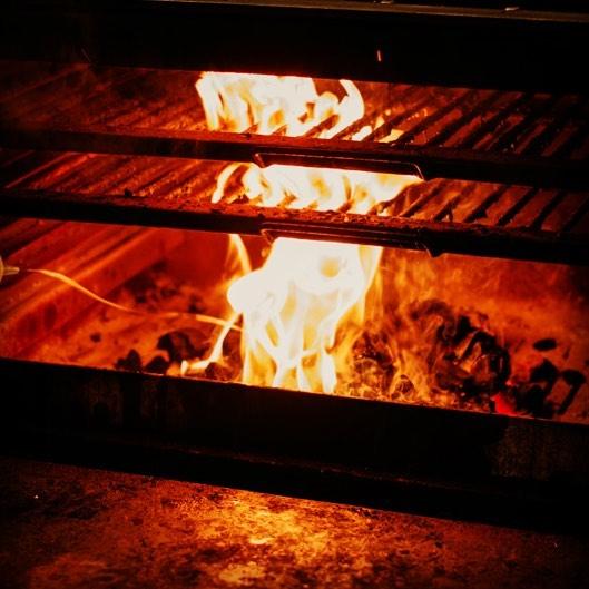 Comienza el finde!!👍🎉 os esperamos con los hornos bien cargados🔥🔥🔥😉. #quehacerenmadrid #quehacerenvigo #vigo #madrid #foodmadrid #vigofood #cenarenmadrid #cenarenvigo #madridmola #vigomola
