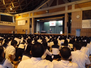 Shunzo at a seminar in Northern Japan speaks with students.