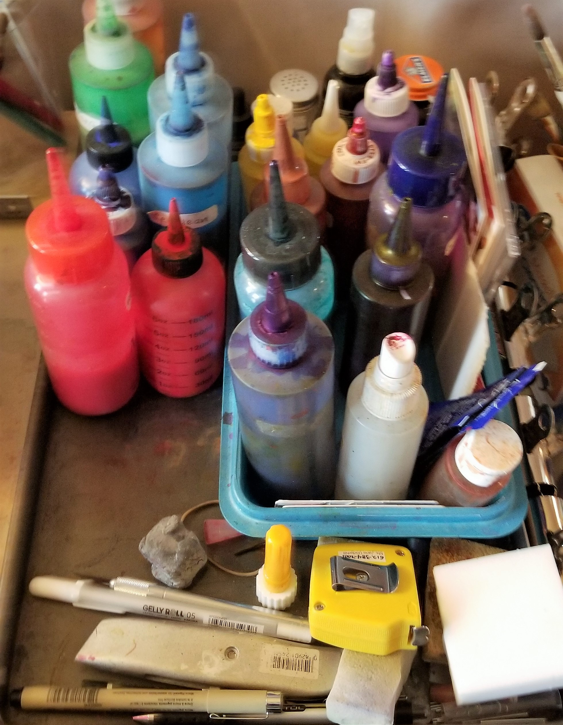 Pure pigment paints in squirt bottles