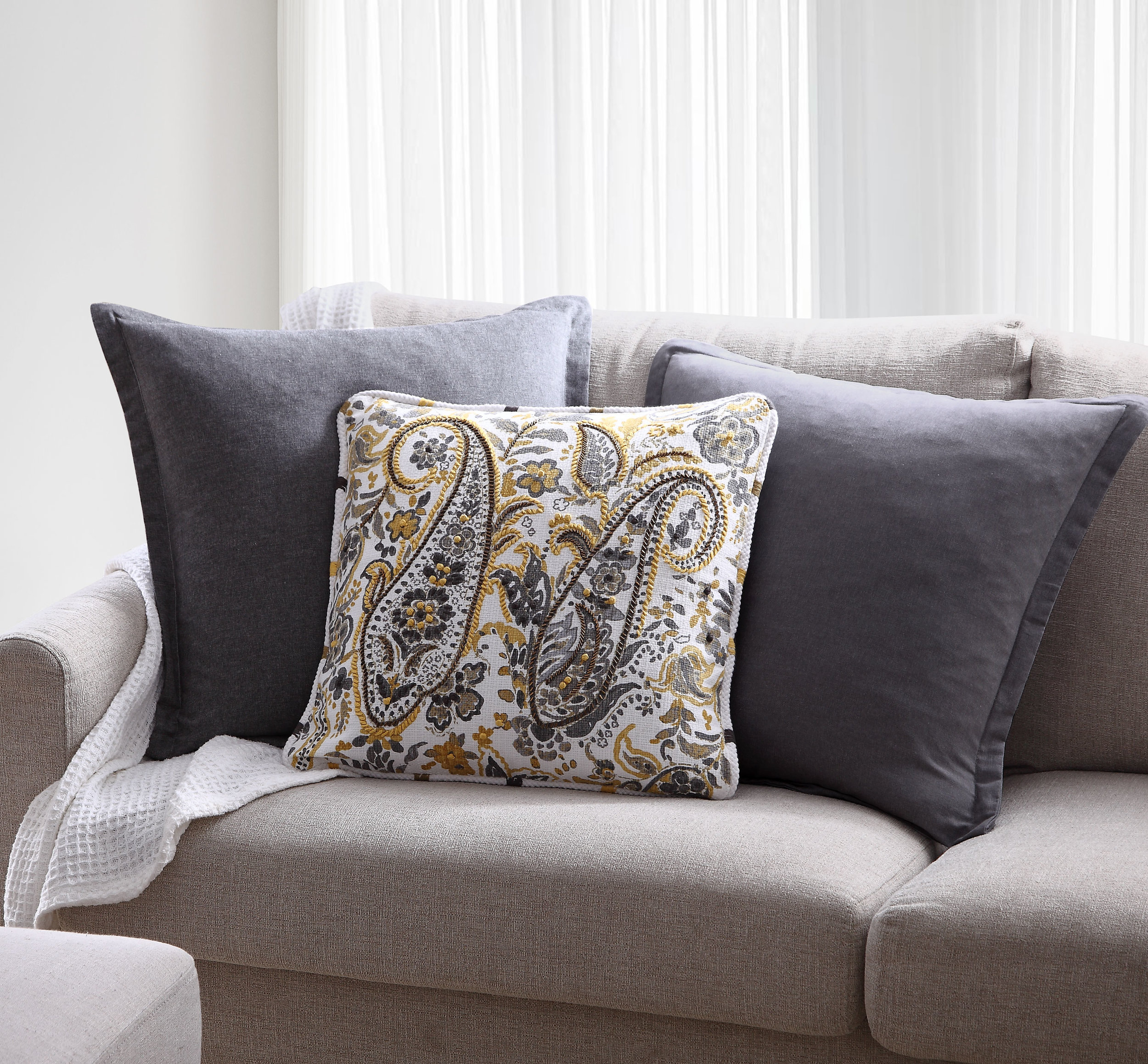 B0102024-Lifestyle-Pillow-4.jpg