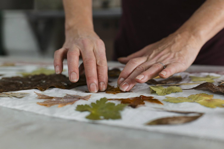 Atelier découverte - Été 2019Découverte de l'impression végétaleVenez expérimenter l'impression végétale avec différentes plantes dans un magnifique environnement du Canton de Hatley en Estrie ( la campagne à 15 minutes de Sherbrooke).Nous vous offrons de partager nos connaissances au cour d'une belle activité d'apprentissage et de créativité tout en vous amusant en famille, entre amis(es) ou même seul(e), en vous intégrant à un groupe existant.Au cour de cet atelier d'une durée de 4hrs:Vous découvrirez les techniques de base de la coloration naturelle.Vous expérimenterez la technique d'impression végétale en réalisant votre propre foulard de soie.Après cet atelier, vous pourrez facilement répéter l'expérience chez vous et créer vos propres pièces pour décorer la maison, personnaliser un vêtement, un accessoire textile ou même du papier.Le coût est de $95 par personne et le nombre de participants est de minimum 2 et maximum 4 personnes. Le prix comprend tout le matériel ainsi que le foulard de soie que vous conserverez. Ce prix est pour la saison 2019, il sera sujet à changement pour 2020.Les ateliers débuteront le 8 juin 2019 et se termineront le lundi 31 août 2019. Veuillez noter qu'il y aura relâche du 20 au 28 juillet 2019 pour la durée du circuit des arts Memphrémagog. Tous les ateliers se donnent en après-midi de 13 à 17hrs.Pour vous inscrire ou pour toutes informations additionnelles, veuillez communiquer avec nous soit par courriel à francederoy19@gmail.com, par téléphone au 819-566-0893 ou par message privé via Messenger www.facebook.com/francederoy.caAu plaisir de vous recevoir chez nous!France et Yves