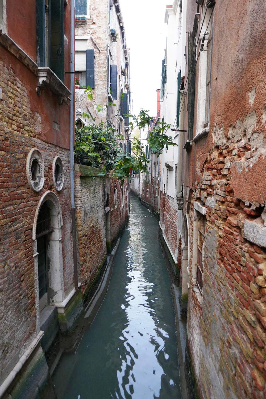 Narrow Canal!