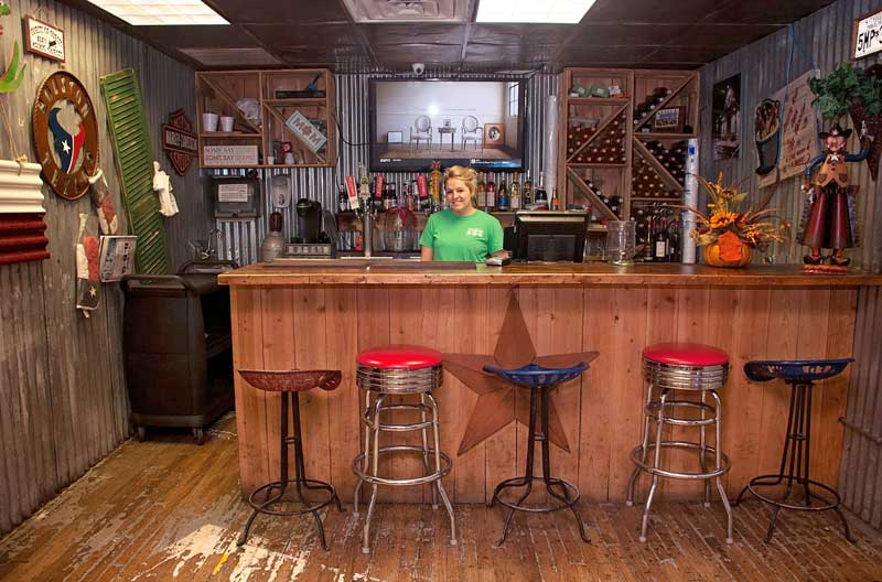 tin-roof-bbq-dining-bar.jpg