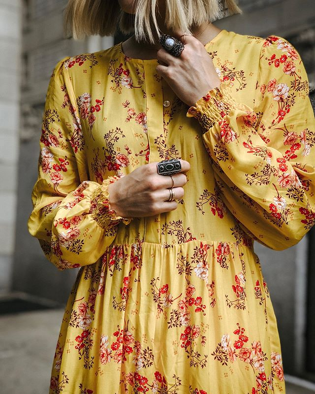 Never enough rings or yellow apparently 💛🌷 // @zara