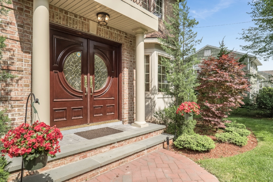 cresskill-outside-spaces-that-speak-home-staging.jpg