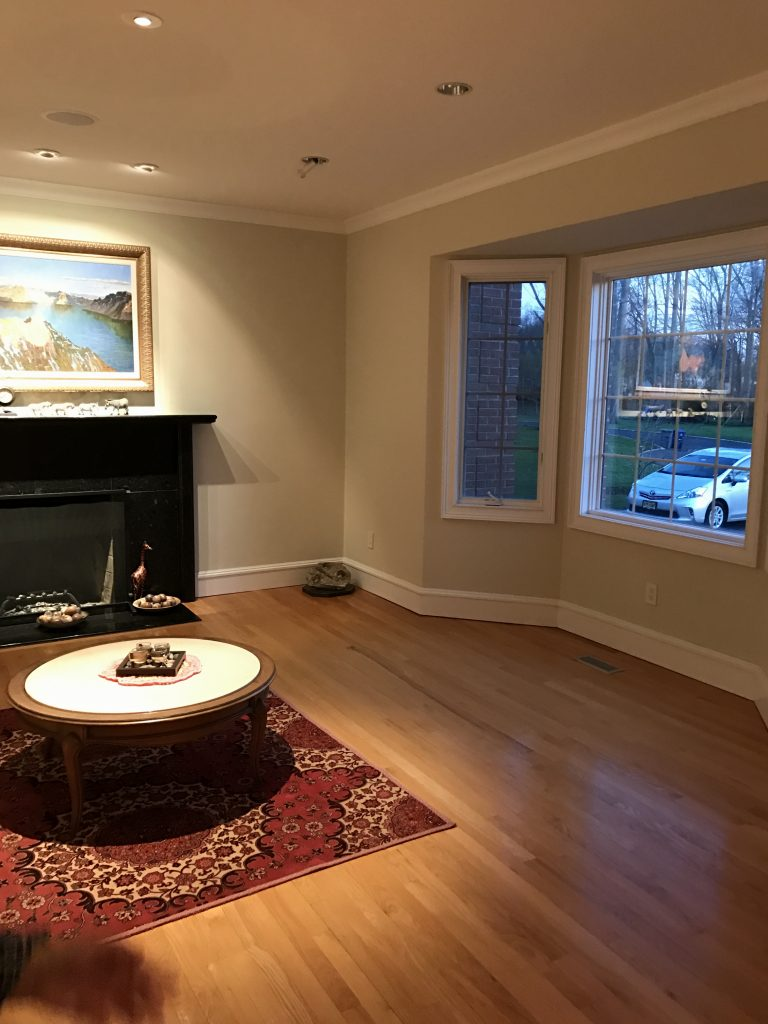 Before: An entry room that was easy to confuse with the family room.