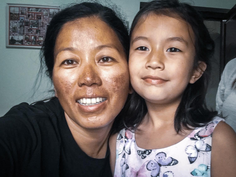 Photo Maya Sherpa with daughter