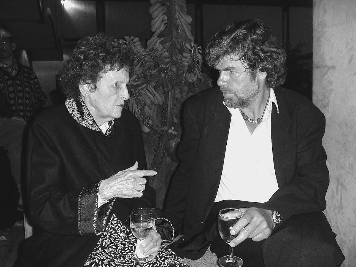 Elizabeth Hawley Photo Archive. Curtesy of Bernadette McDonald