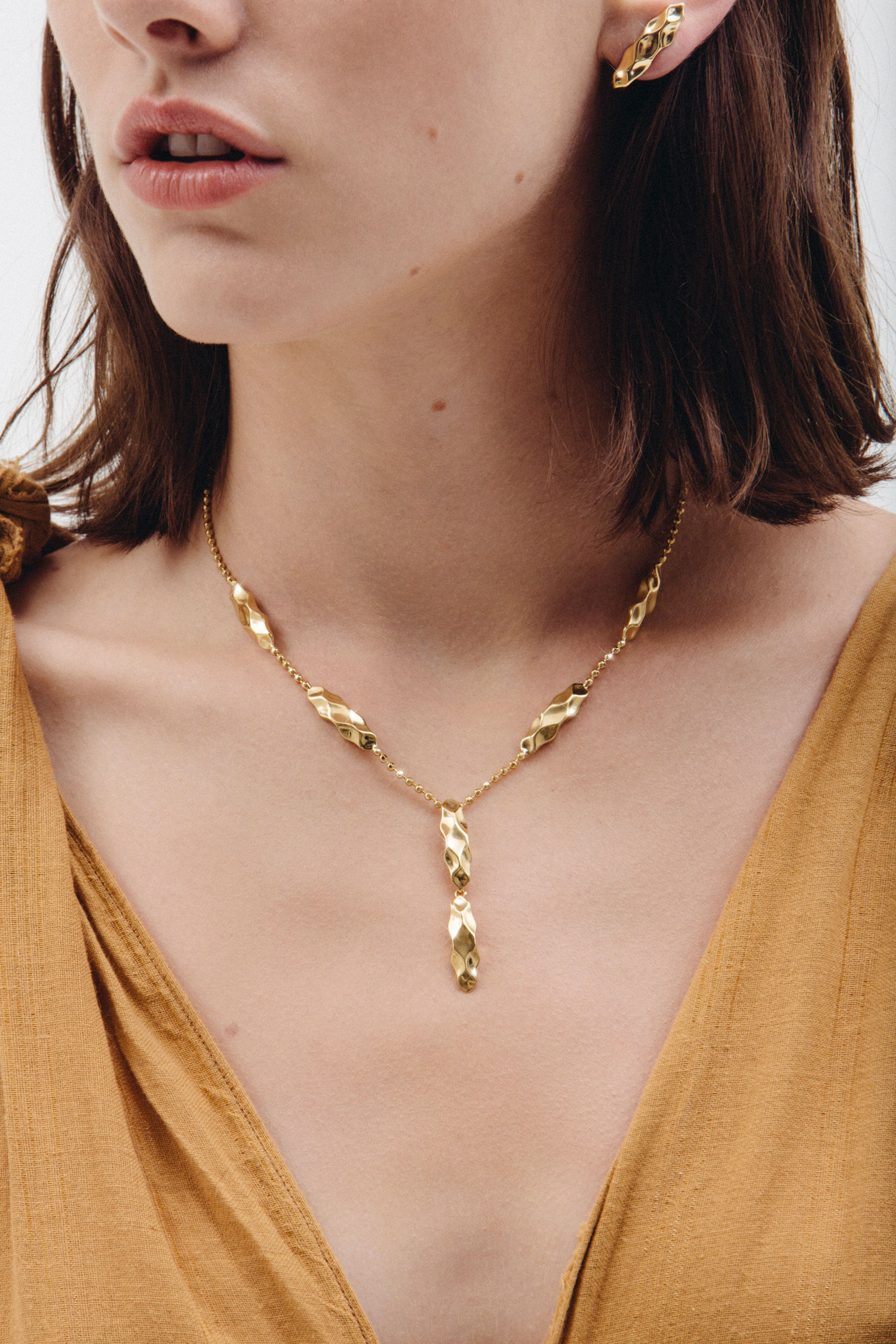 dunes-necklace-gold.jpg