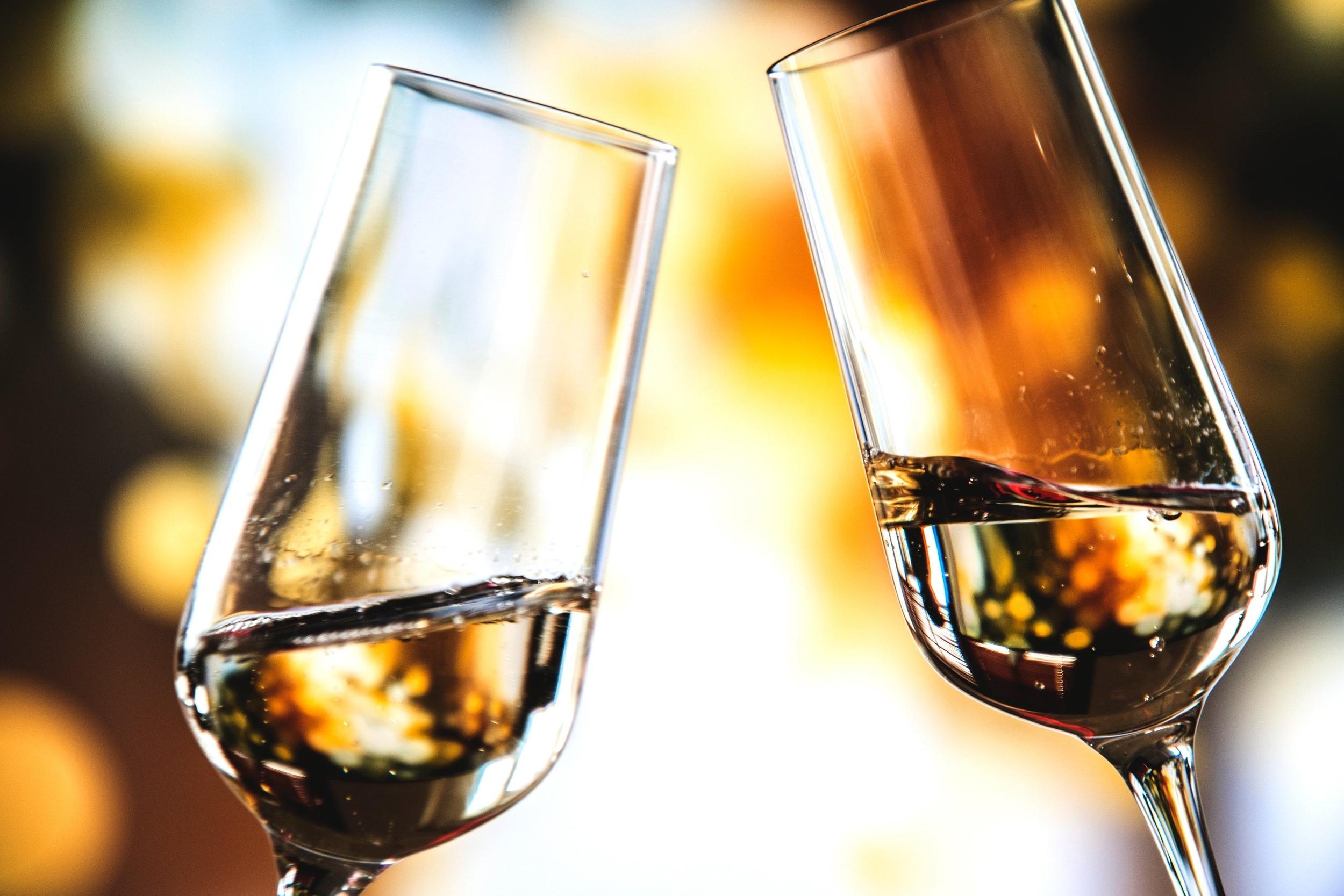 7. Feestje! - Eindelijk kan dan de champagne worden ontkurkt! Maar net als in de praktijk is ook voor ons na een geslaagde bemiddeling nazorg belangrijk. Wij vernemen dan ook graag hoe het je vergaat op je nieuwe werkplek en zullen je als een echte carrièrecoach blijven volgen!