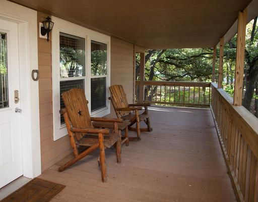 Ranch House - Ranch House is a western style house with 4 bedrooms, 4 baths, a living room, and a kitchen/dining area. The large wrap-around porch overlooks acres of the old Ostrich Farm.[Accommodates 4-8 people]