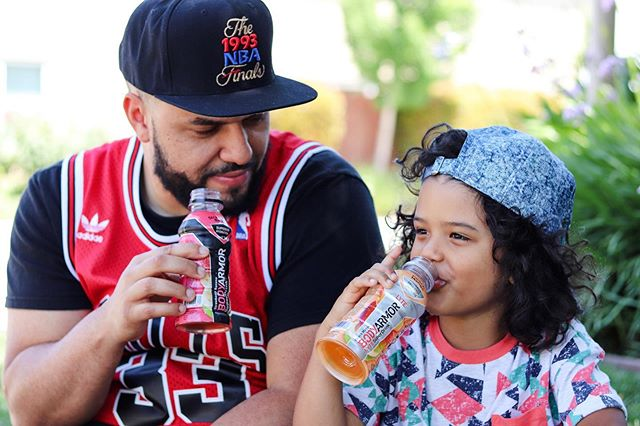 The Don(s) are enjoying @DrinkBODYARMOR's delicious TEAM PACKS that are now available at @Walmart! Without using artificial flavors & sweeteners, @DrinkBODYARMOR provides tons of potassium-packed electrolytes and vitamins – perfect for family hydration! Don't miss out on the #BetterSportsDrink #sponsored