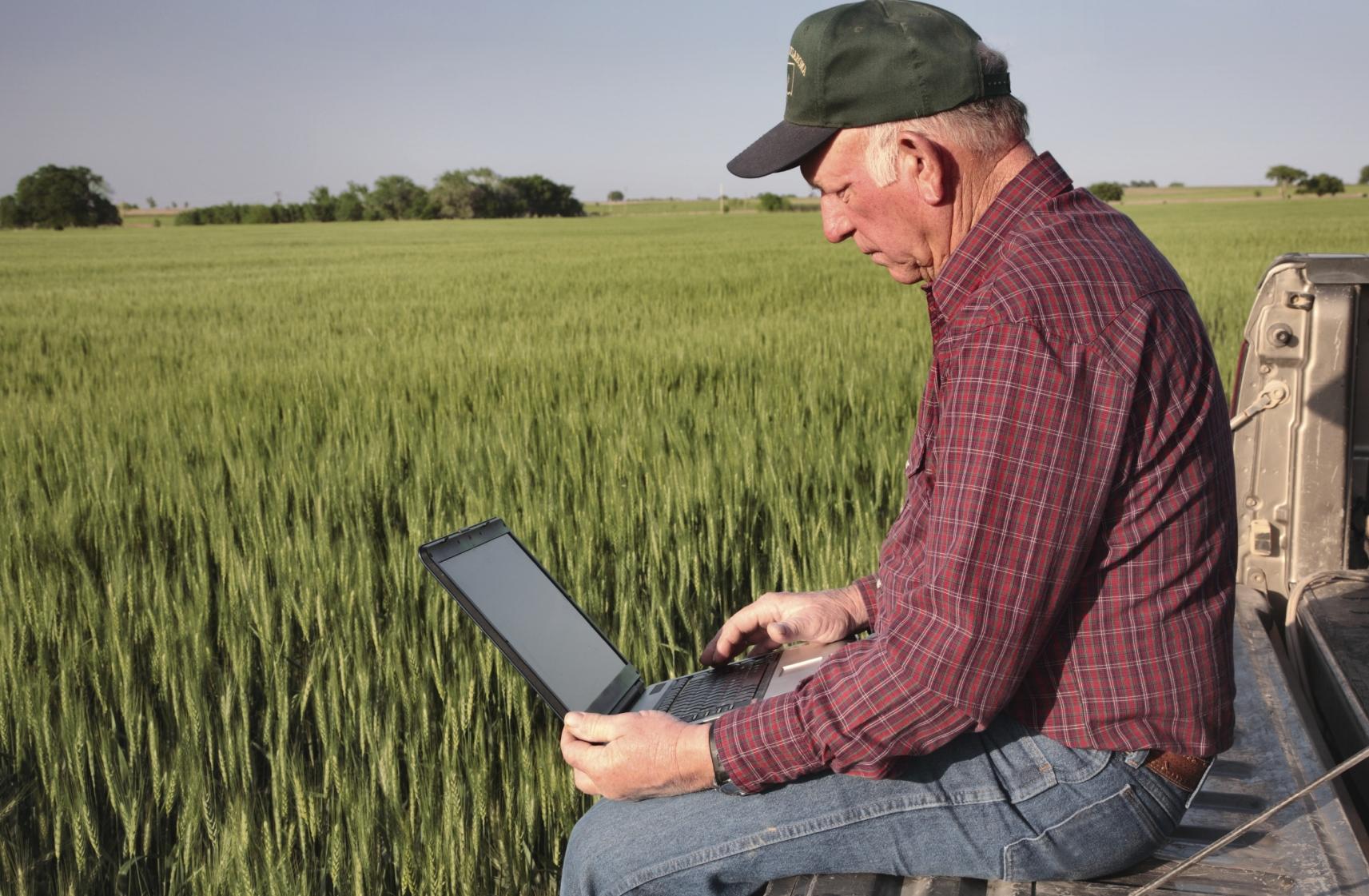Tegnologie-technology-tech-laptop-farmer-rekenaar.jpg