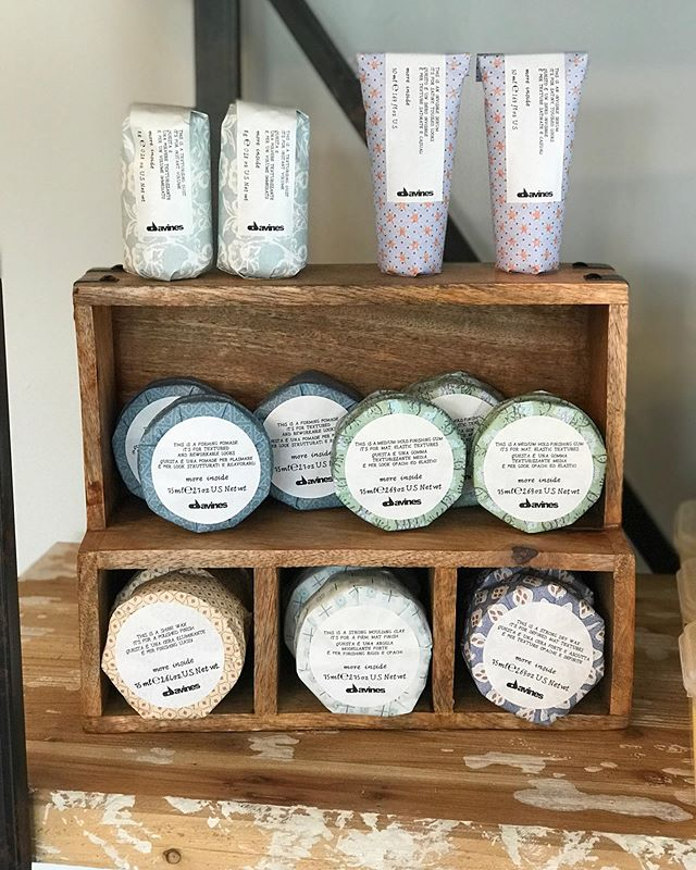 Forming pomade Medium hold pliable paste Shine wax Strong mounding clay Strong dry wax A little something for everyone! 🎁 • #davines #davinesnorthamerica #shoplocal #supportsmallbusiness #stlsmallbusiness #pomade #stlouis #stl #stlmo #hairstylist #stlhairstylist #hairsalon #stlhairsalon #macklindbusiness #macklindbusinessdistrict #southampton #soha #bookonline #callforappointment #studiolush #studiolushsalon #studiolushstl