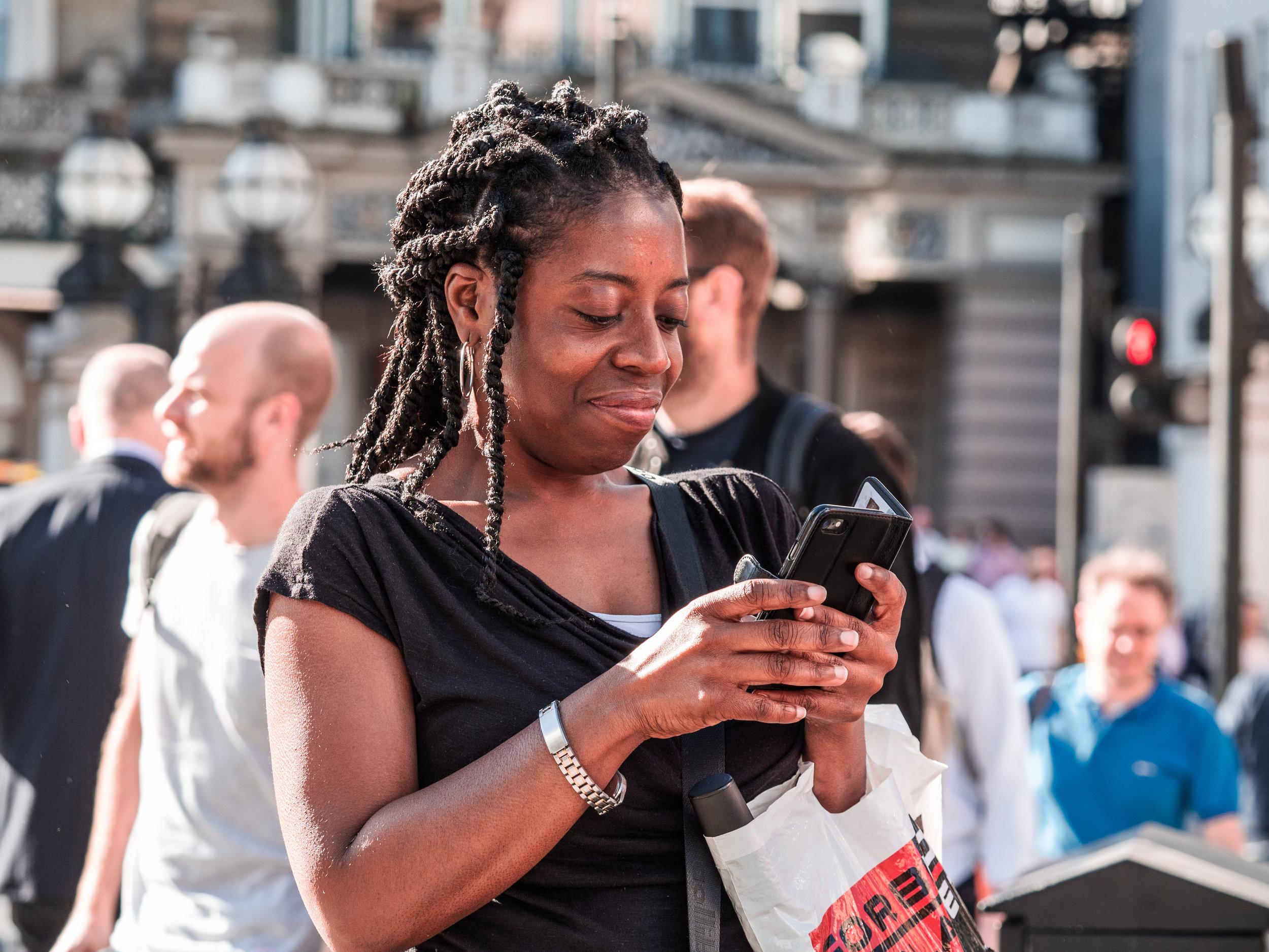 Femmes noires vs dating apps - Non vous n'êtes pas la seule à recevoir des messages misogynes et racistes sur les applis de rencontre et ce compte Instagram vous en donne la preuve