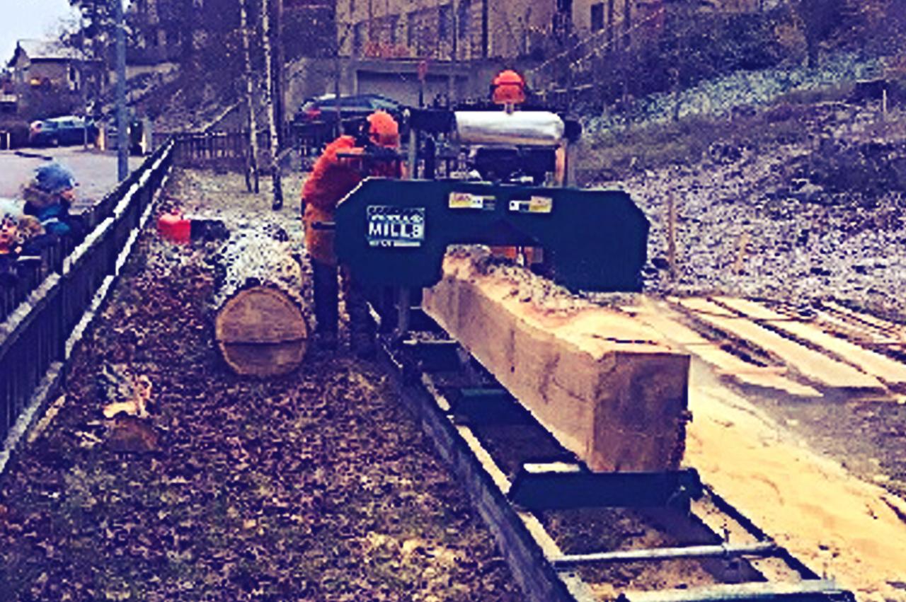 plank - Att ta till vara virke från fällda träd är ofta en möjlighet. Vi har partners med mobila sågverk som kan komma till er och såga på plats. Själva sågningen på tomten innefattas i RUT, avdragsgilla tjänster.