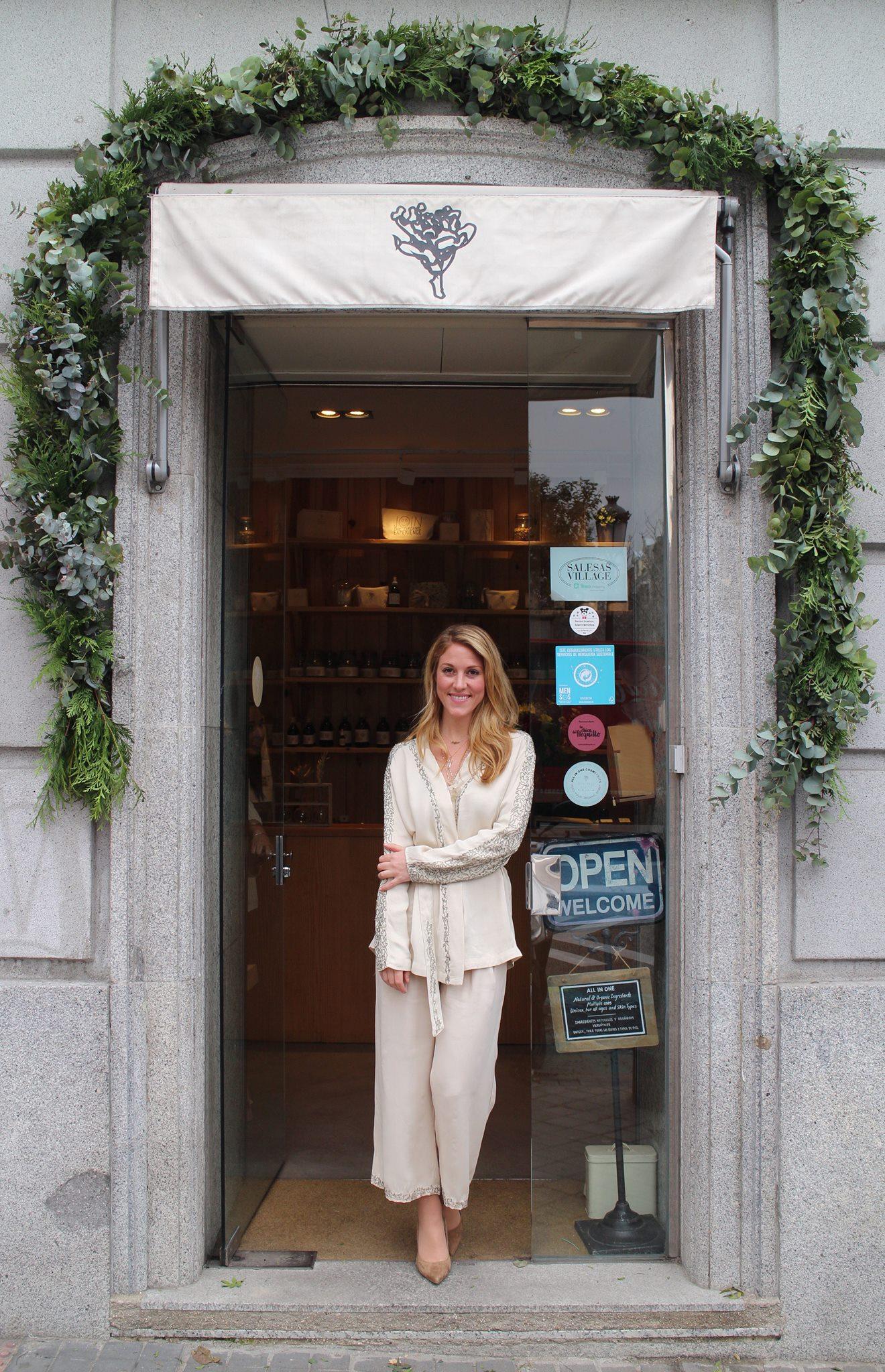 - Diana Burillo es la mente creadora que decidió montar este spa natural y lugar para el descanso. Dos locales muy bien ubicados, en pleno centro de Madrid, que ya se han convertido en un referente de belleza slow.