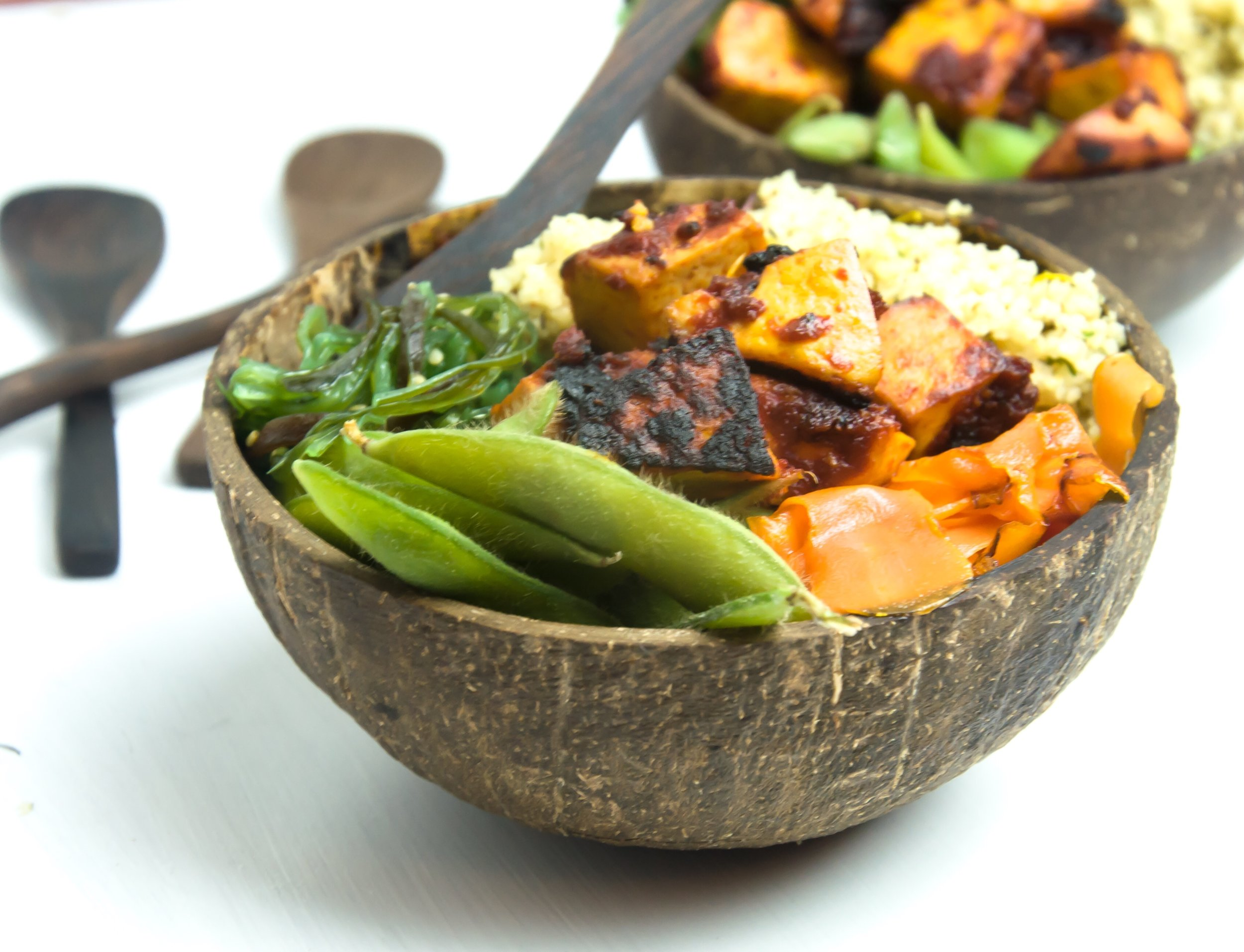 Served in eco-friendly coconut bowls