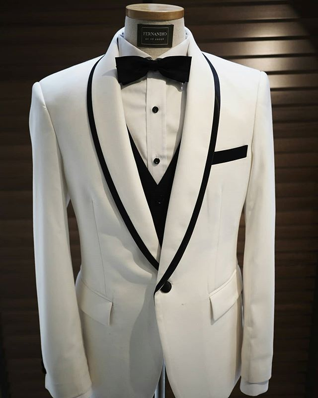 Classic & Timeless style White x Black Tuxedo ⚪⚫ . Follow us for style inspiration @fernandiobyvp Official Website    fernandiobyvp.com