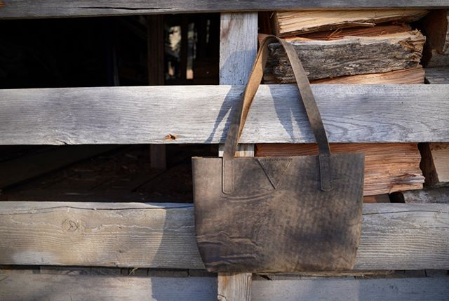 The shop's been updated! Only a couple of bags this time, but they're goodies...sorry this tote isn't listed, but the leather is rad and I wanted to share a pic. Huck and I walked a few miles on Long Beach today. I decided the black sand patches that occur randomly over and mix with the gray sand create the same look as this gray/black hued hide...I'm calling it Washington sand camo..on a rainy day..because it's darker..I'll stop now . . #truantleatherco #shopupdate #totebag #leathergoods #handcrafted #imadeyourbag #shopsmallbusiness