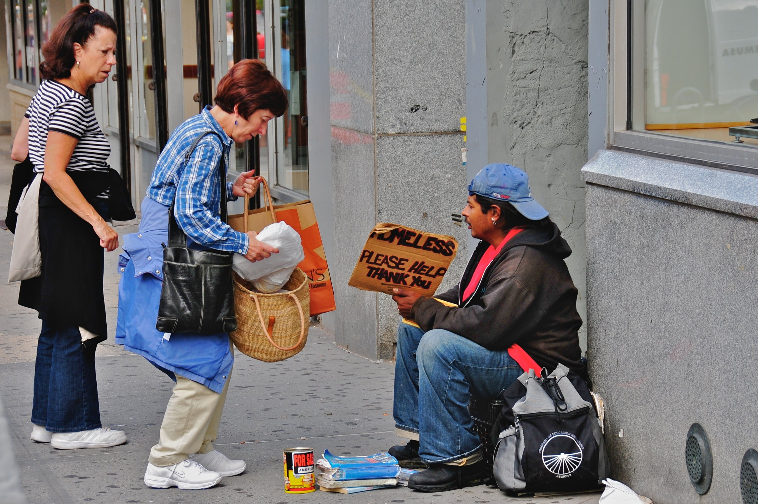 By Ed Yourdon from New York City, USA - Helping the homeless  Uploaded by Gary Dee, CC BY-SA 2.0