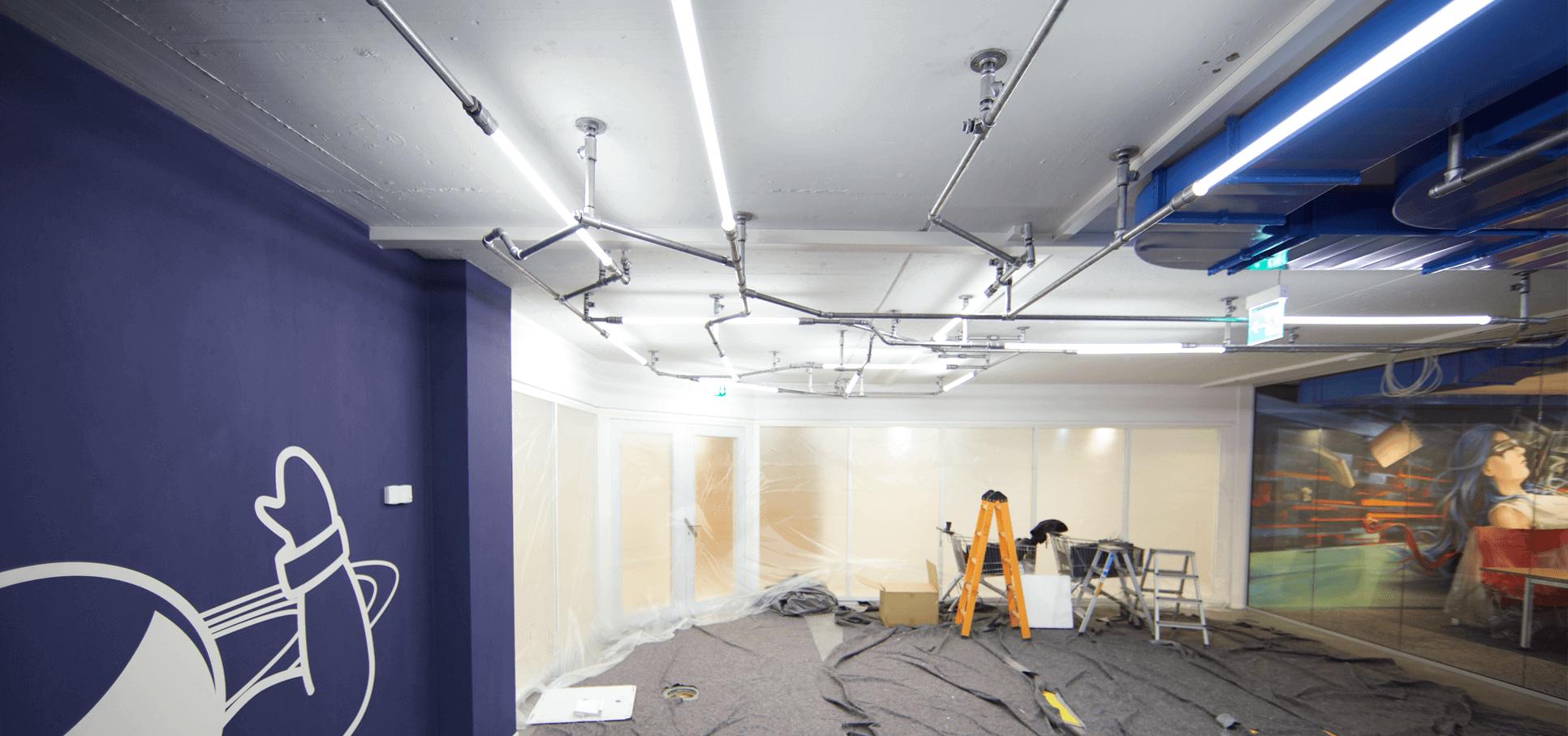 Ladenbau-wasserrohr-baslerpark-installation-licht.png