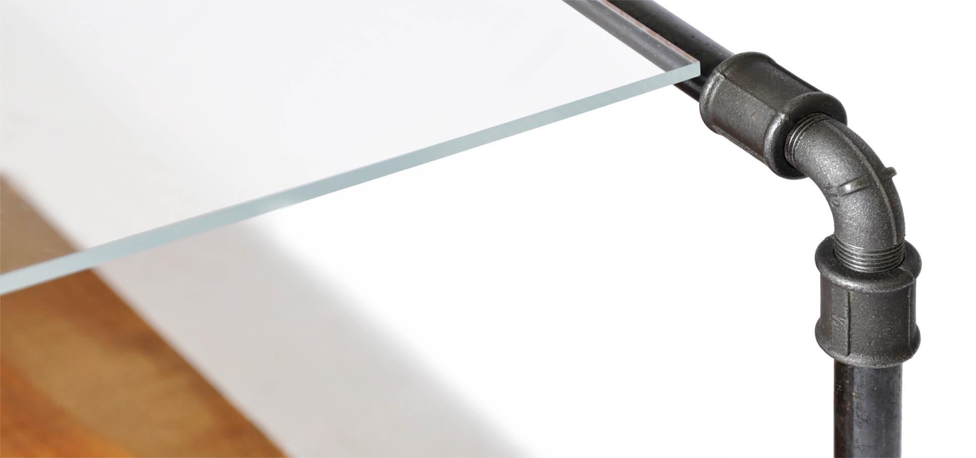 Low-Board-Detail-Glas-Rohr.jpg