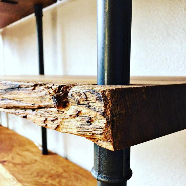 regal fertig montiert 🤩 #eiche #oak #oldone . . . . #regal #fashionblogger #massivholz #rohr #pipedesign #wasserrohr von #rohrfabrik #zürich