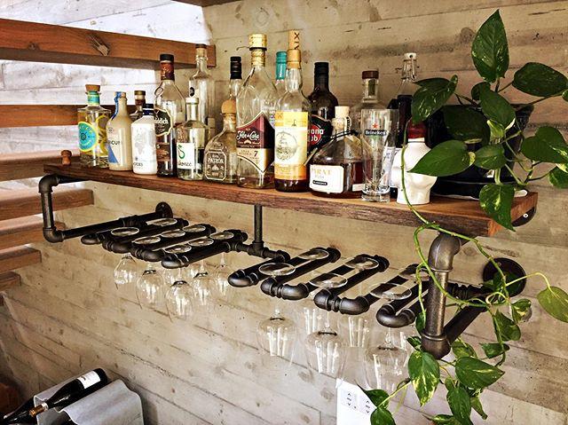 dort wo die schätze lagern 🥂 . . . . #rohrfabrik #wandregal #wine #diner #glasses #wein #gläser #weinglas #massivholz #eiche #oak #old #fürsleben #zürich #madewithlove #passion