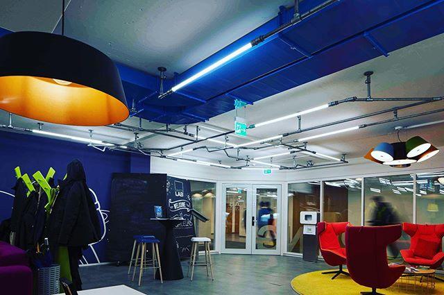 lights for coworkers #darthvader chan iipacke 😋 • • • • #rohrfabrik #lichtdesign #office #officelighting #coworkingspace #zurich #zurichstyle #büro #lightning #rohrmöbel #rohrlampe #graphicdesign #creative #creativspace #startup #worklife #lichterkette