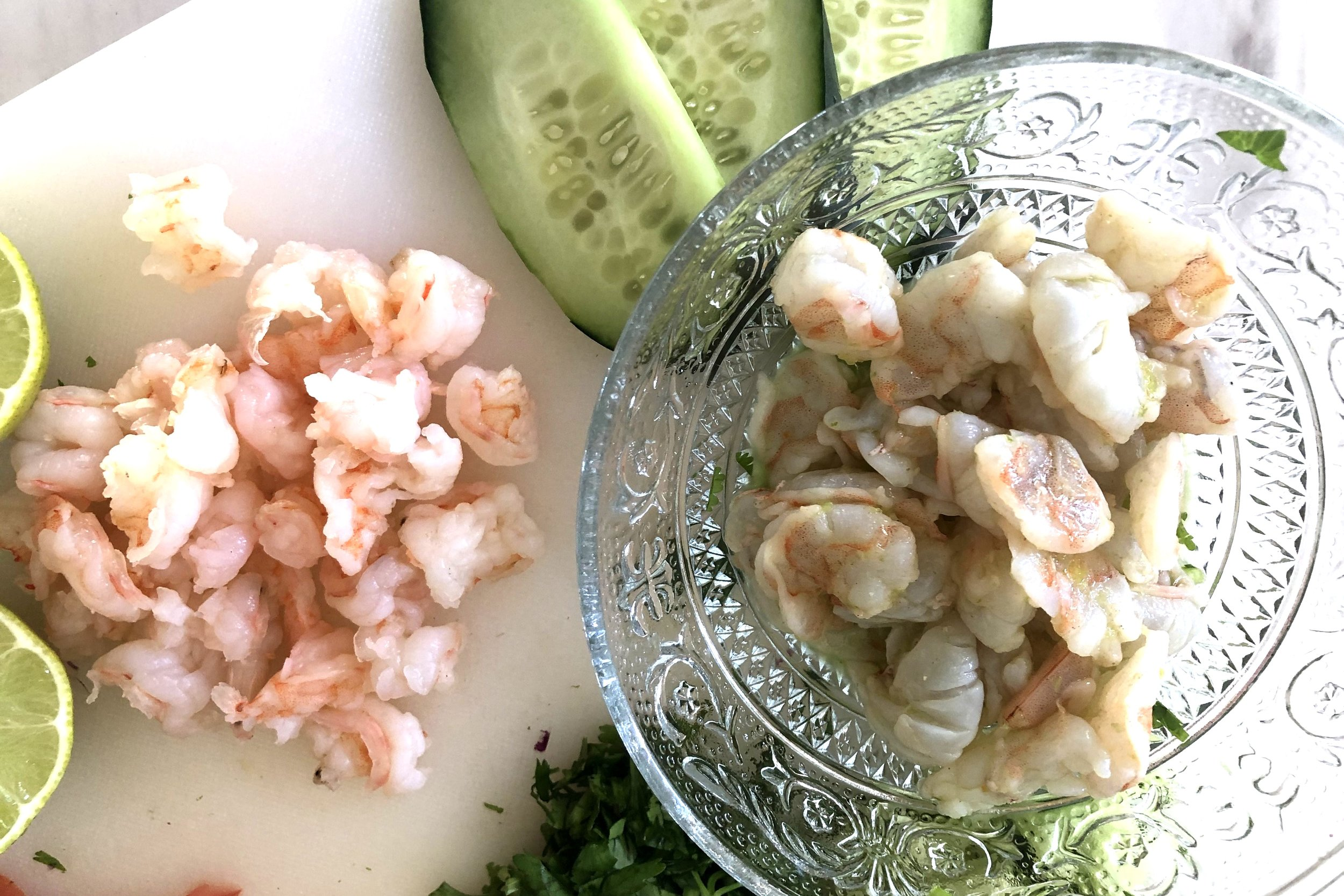 Here you can see the difference between shrimp that is flash boiled (on the left) and shrimp that is cooked by lime (on the right)