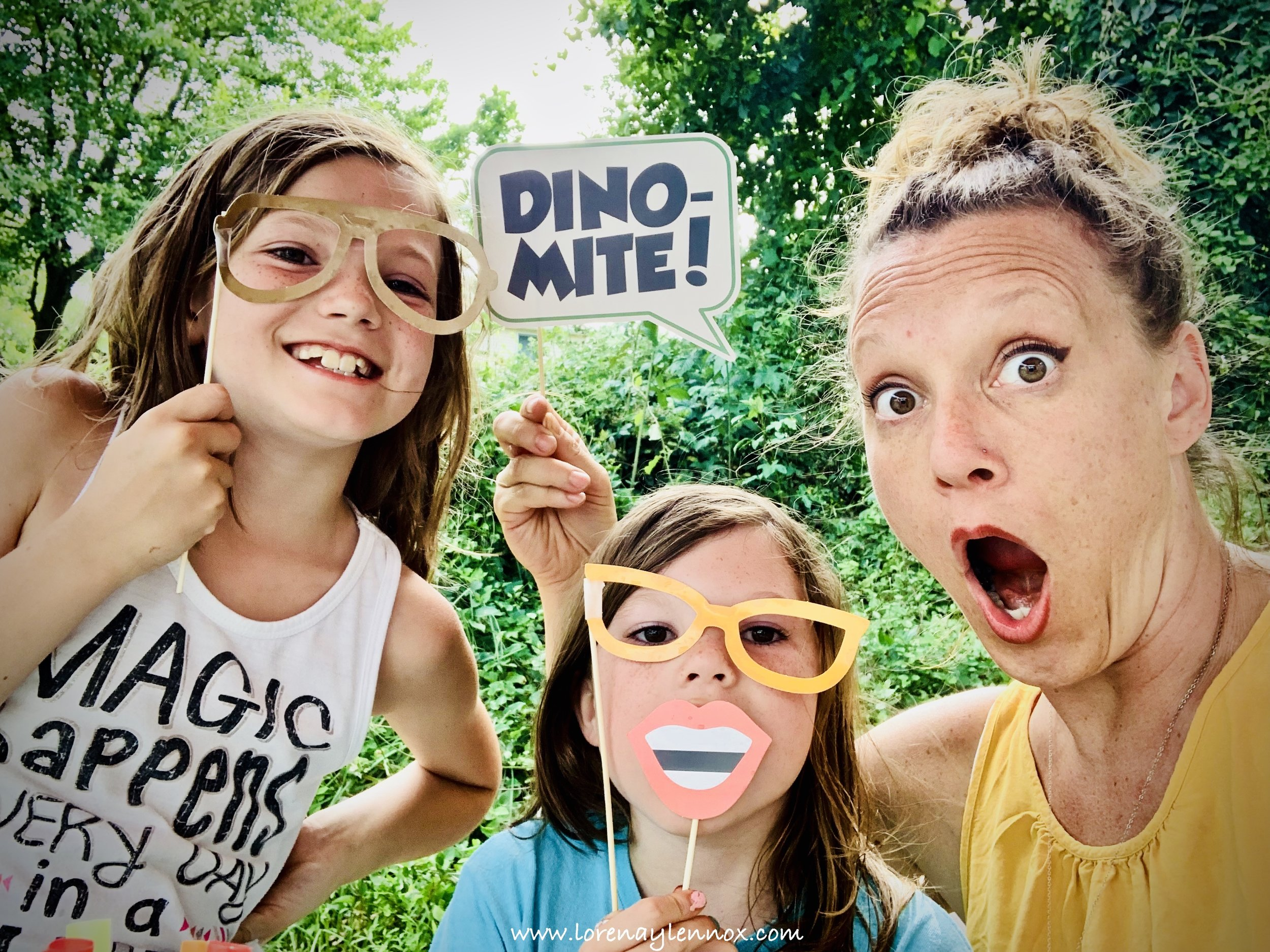 Dinosaur Photo Booth Props. DIY Ideas for a Dinosaur-Themed Birthday Party. #Dinosaurparty #birthdayideas