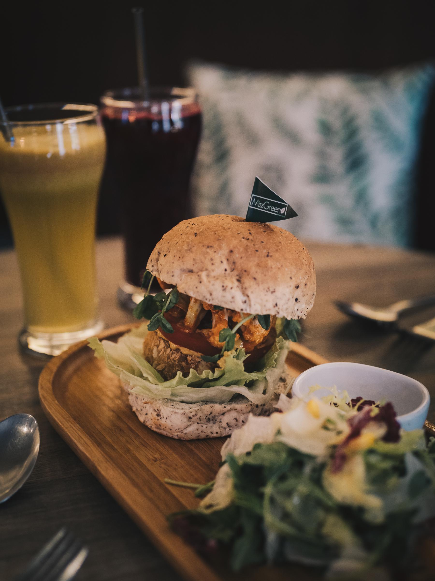 Falafel Favorite 中東香料漢堡|附有沙拉