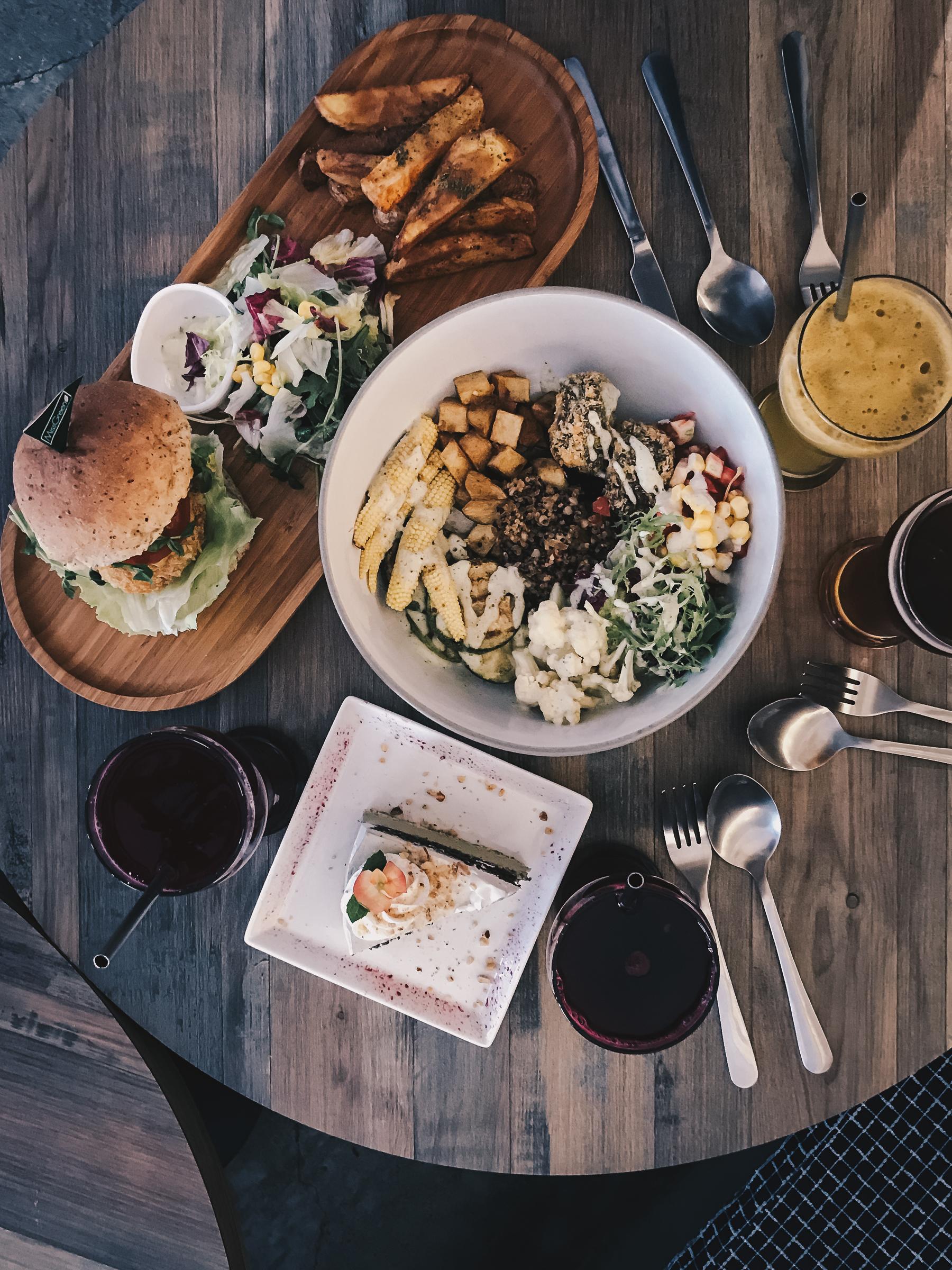GreenPower Protein 綠色能量沙拉/ Falafel Favorite 中東香料漢堡