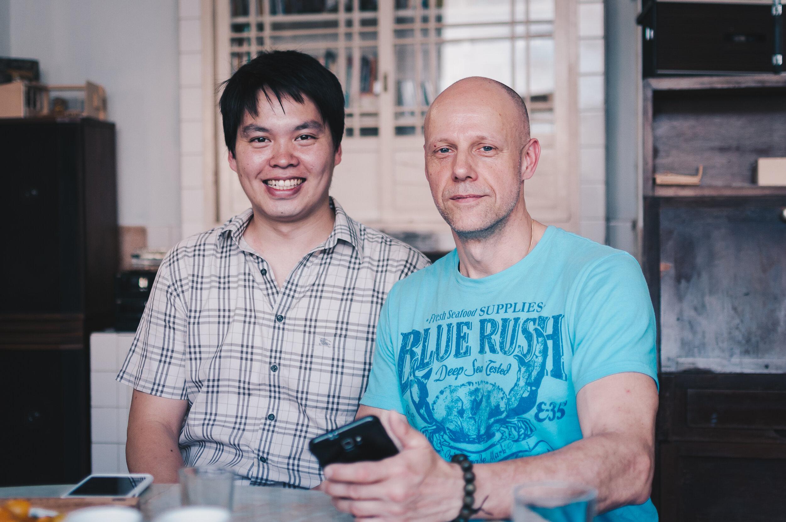 台南謝宅主人,謝小伍與米夏爾合影。