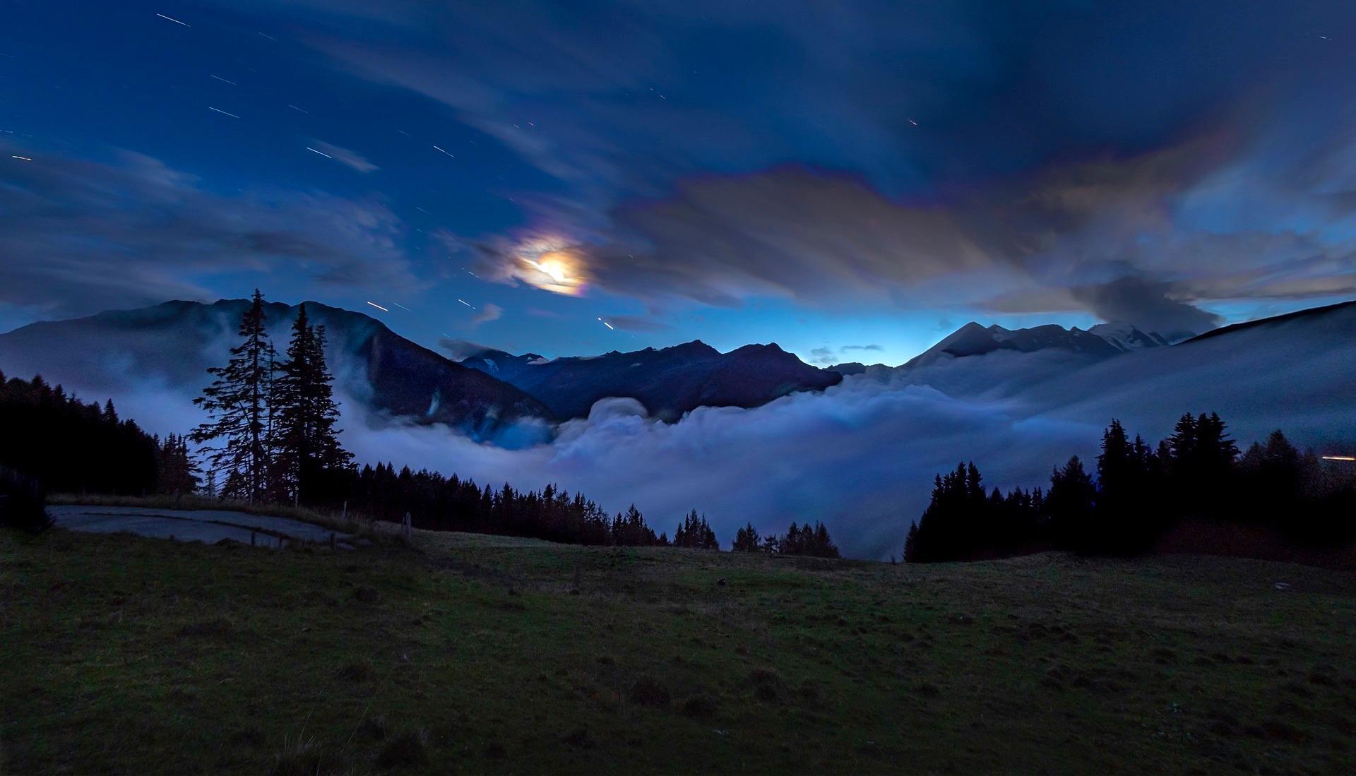 banner-books-fog-3813943_1920-enh-shorter-bluer.jpeg