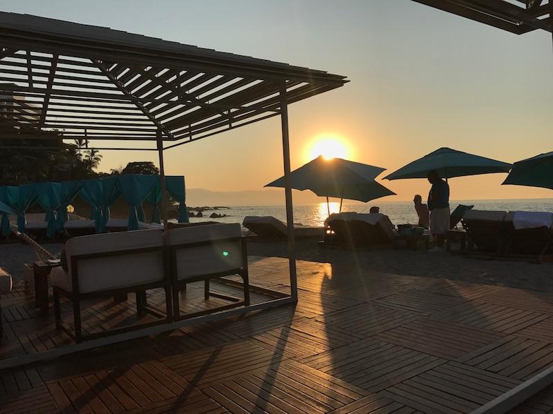 mantamar-beach-club-sunset.jpeg