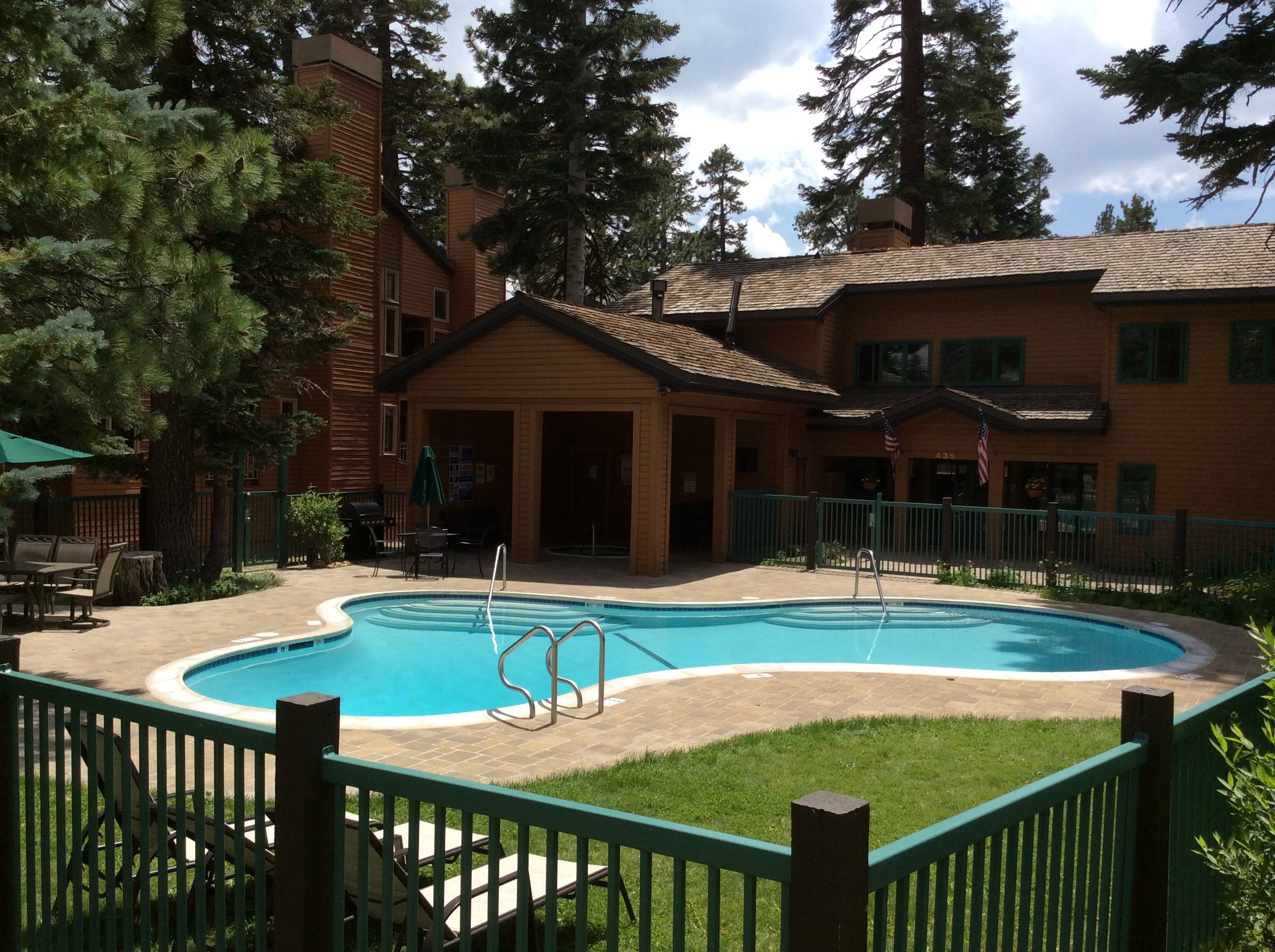 Mountainback_condos_pool_area.jpg