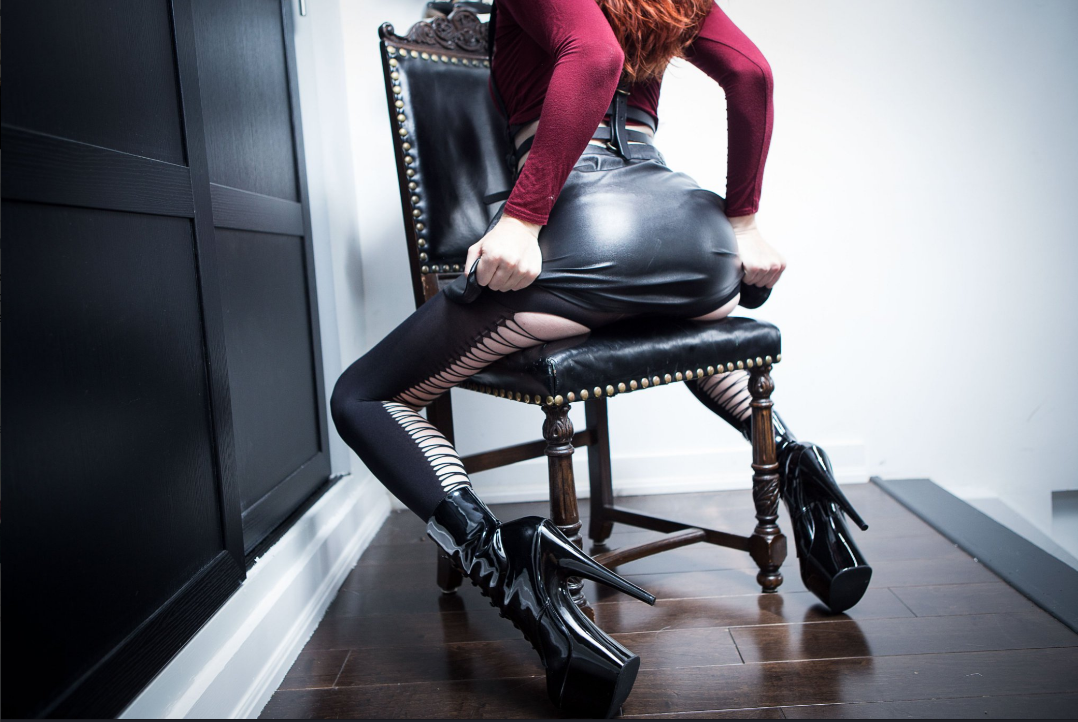 British Mistress Ass Shiny Latex