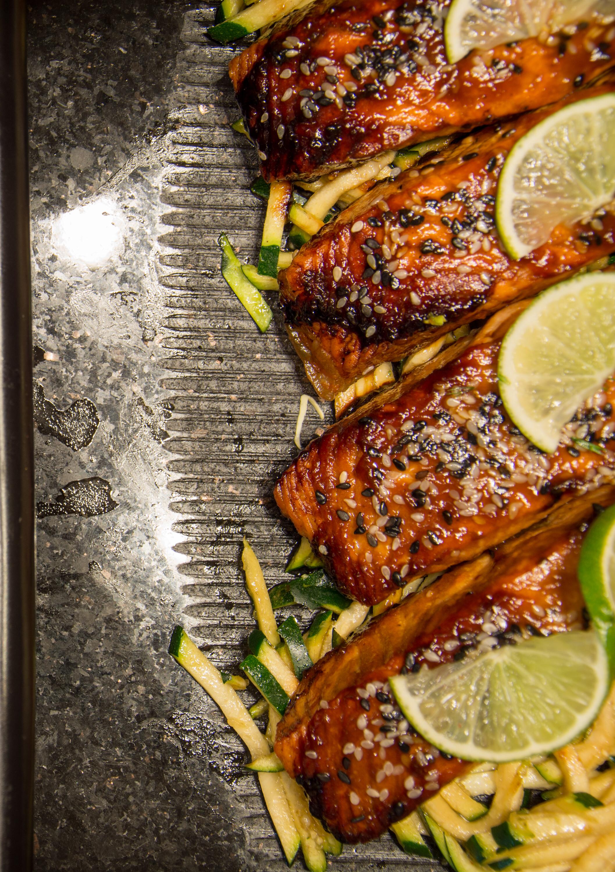 """Meereswelten - Für die Freunde von frischem Fisch und leckeren Meeresfrüchte-Gerichten möchte ich euch unseren Workshop """"Meereswelten"""" vorstellen. Hier gehen wir auf die Vorbereitung der Zutaten ein, teilen unsere Erfahrungen und Rezepte und teilen die uns in Kochgruppen ein. Folgende Gerichte Kochen wir gemeinsam:•Goldbrasse aus dem Backofen•Sepia gegrillt / gebraten mit Knoblauch•Pulpo a la gallega (Tintenfisch galizisch zubereitet)•Seeteufel gegrillt•Tuna-Steak•Lachsfilet a la plancha (Lachsfilet gegrillt)•Gamberon al vino blanco (Garnele in Weisswein-Sugo)inkl. Begrüßungsgetränkinkl. alkoholfreier GetränkeTeilnehmerzahl: 8-10 PersonenWorkshop-Dauer: 2 StundenKostenpunkt: 169€ pro PersonStart: 18:30 Uhr"""