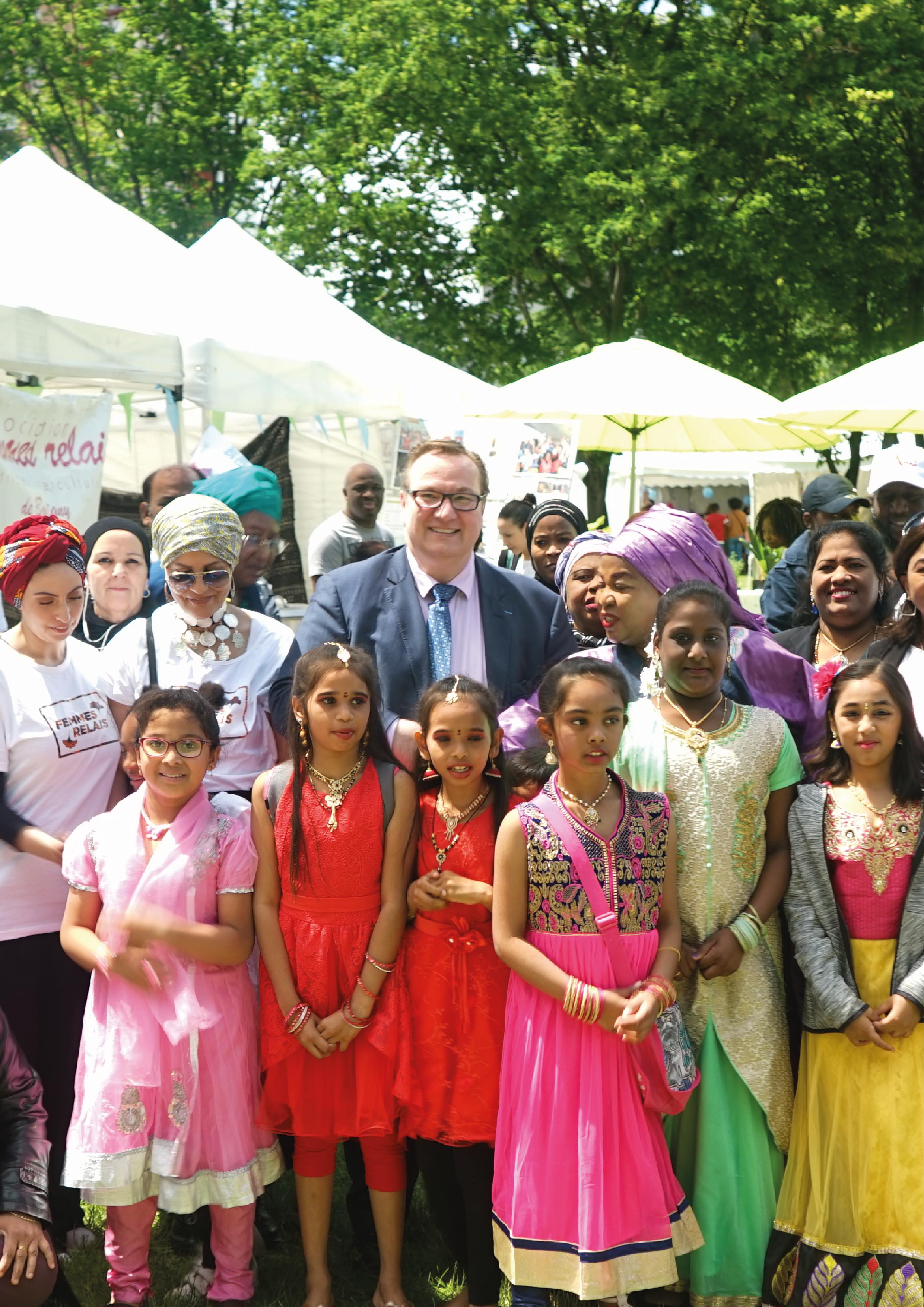 La fête de la ville - Femmes Relais était présente à la fête de la ville où elle a préparé et distribué un tiep géant et une danse présentée par les enfants de l'association. Revivez bientôt ce moment sur notre site !