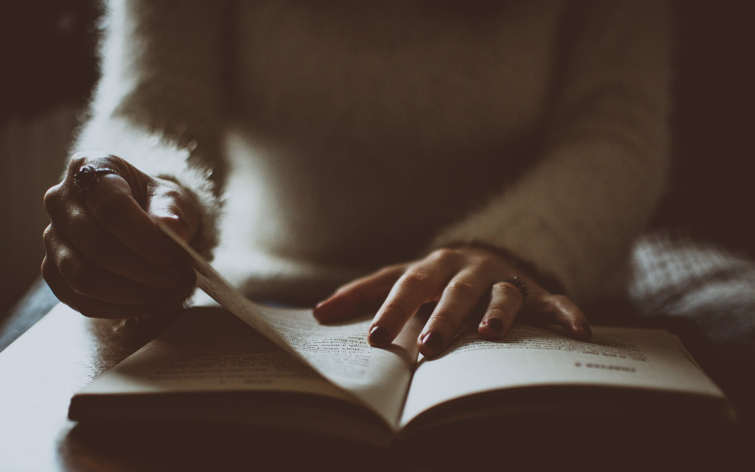 blur-book-pages-depth-of-field-1750566.jpg