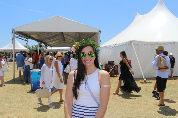 Go green! Love this gal's matching crown and shades!
