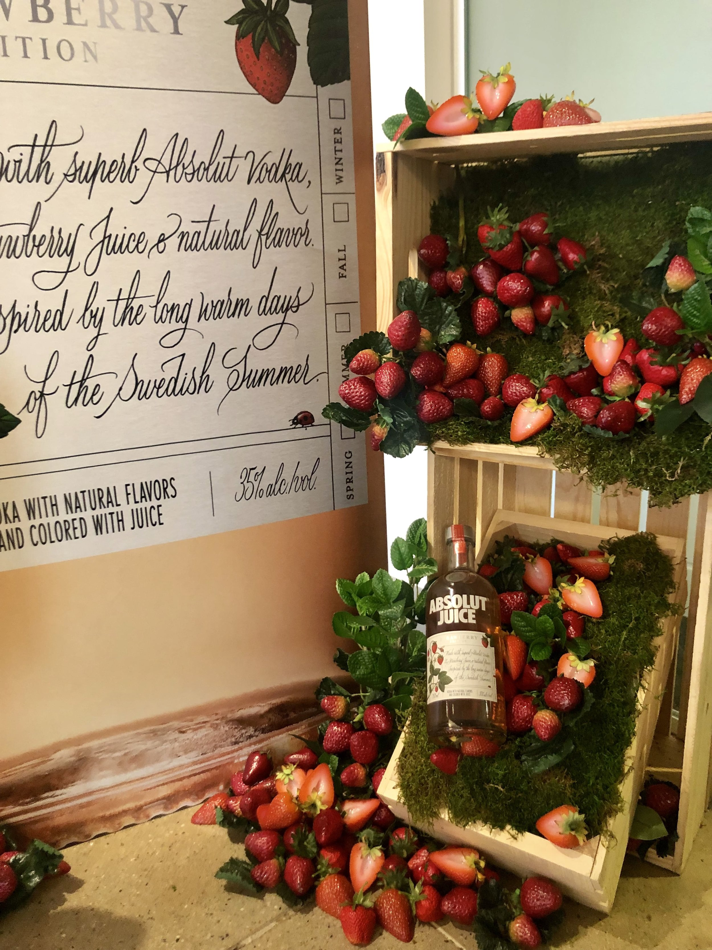 Absolut Juice Strawberry Display- B Floral