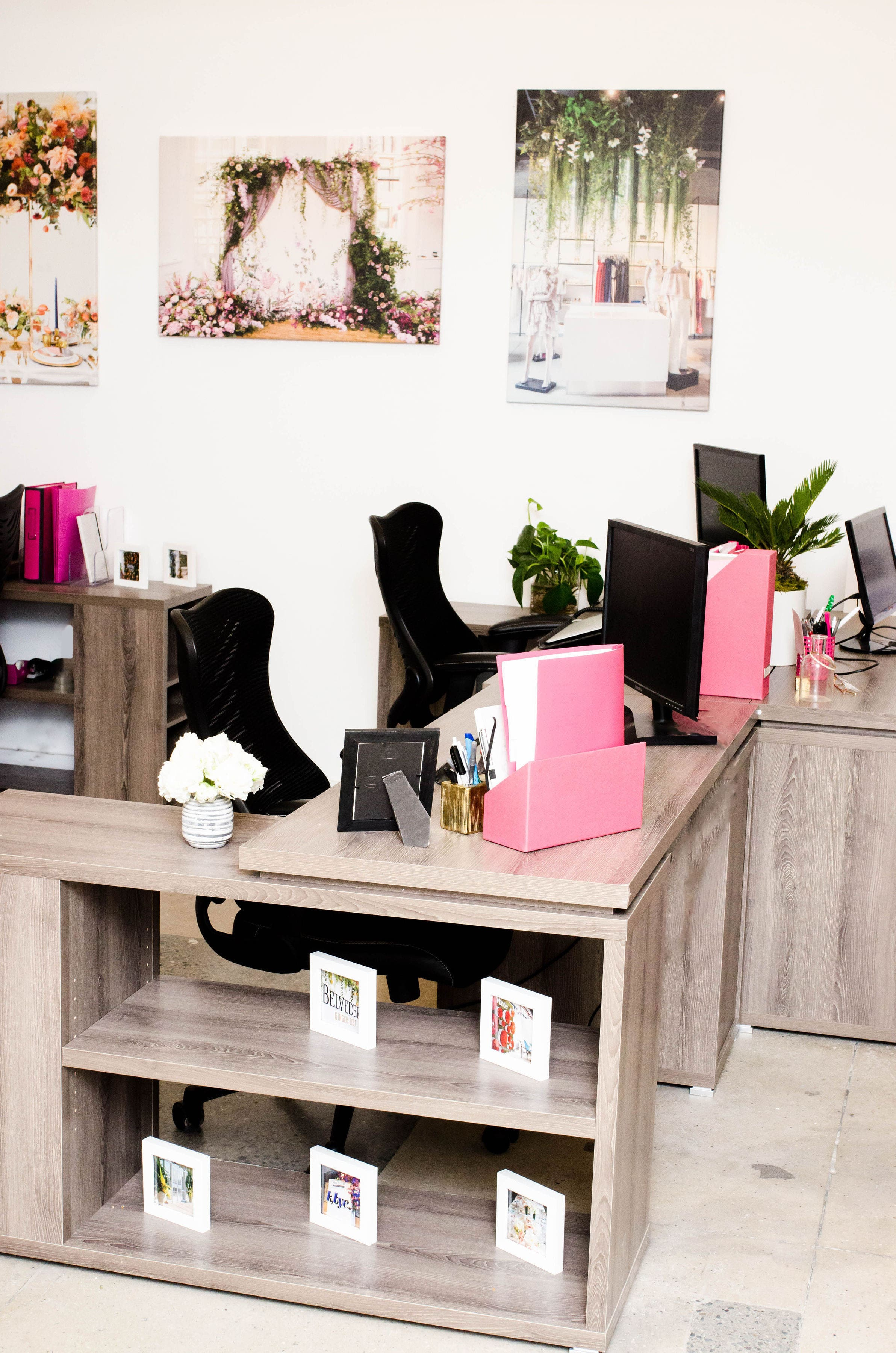 NEW - OFFICE - SPACE - MANHATTAN - COOL - OPEN - DESK - CUBICLE - B FLORAL