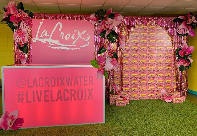 A pink tropical @lacroixwater brand activation featured at this year's Boston #BattleoftheBurger aligned with the summer's latest flavor: HI-biscus 🌺 #bfloralnyc #eventdesign #livelacroix