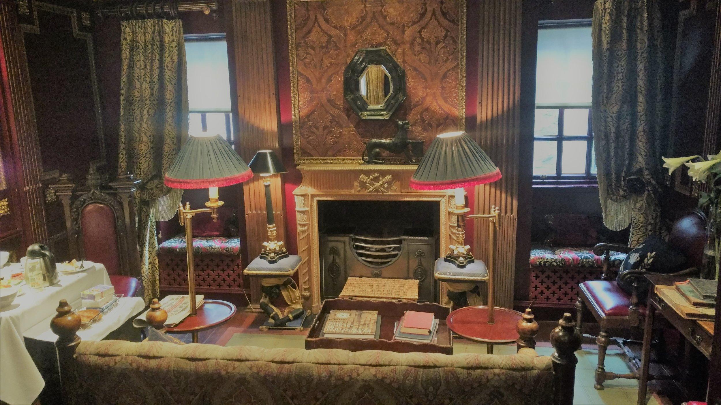 Suite-DiningRoom.jpg