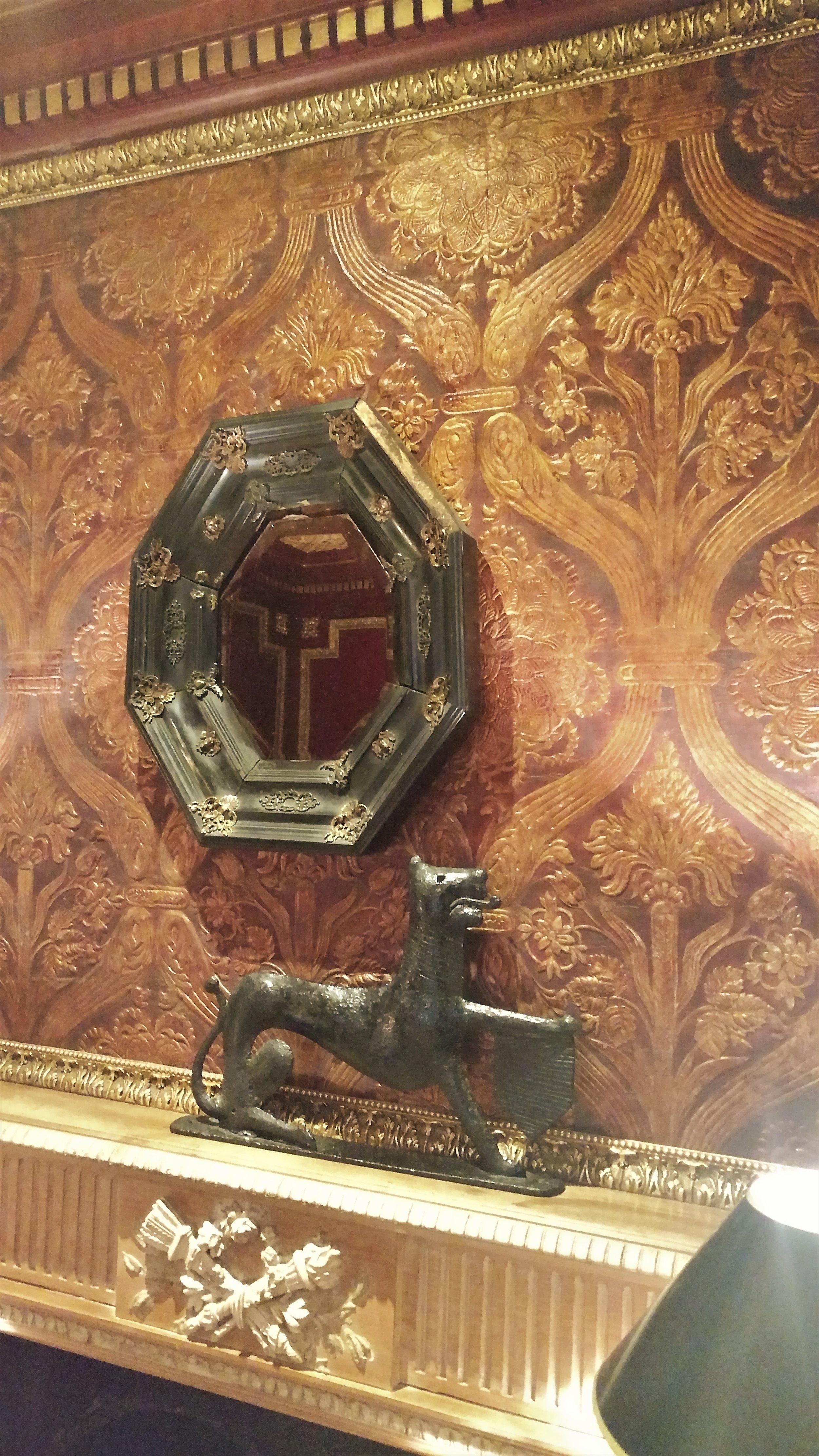 Suite-Wallpaper-Detail.jpg
