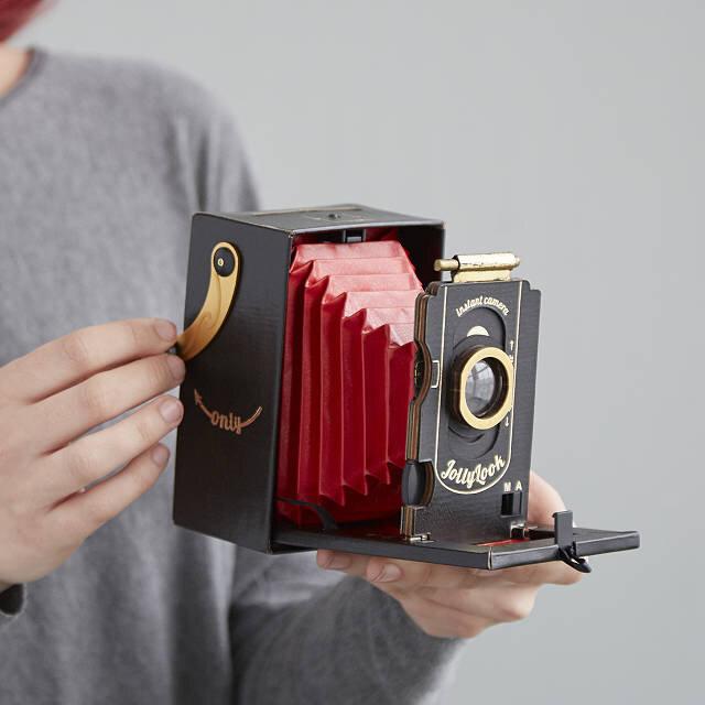 Retro cardboard instant camera c/o Uncommon Goods