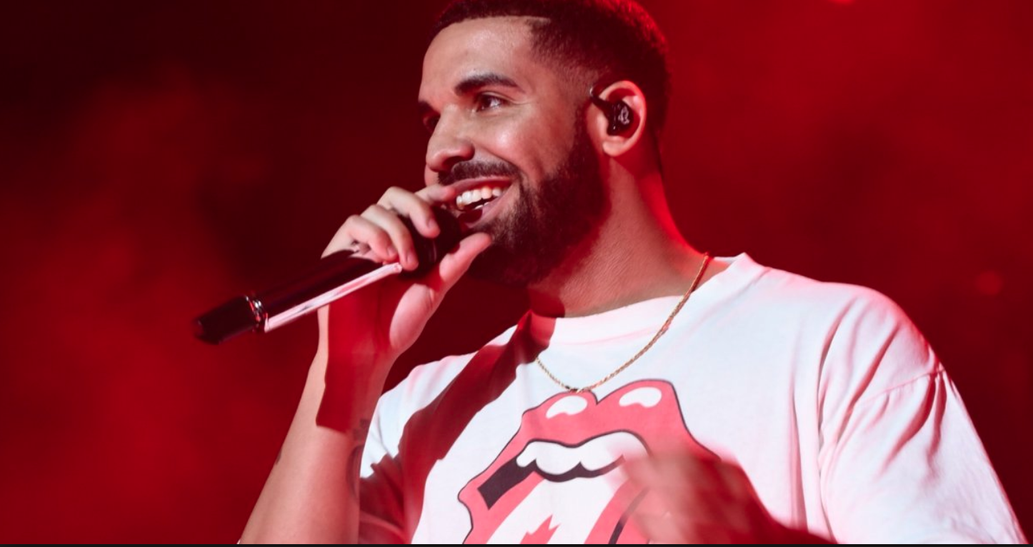 DRAKE PERFORMS SURPRISE CONCERT AT NATHAN PHILLIPS SQUARE AMID CANADA DAY CELEBRATIONS - Jessica Vomiero - Global News - July 3, 2017